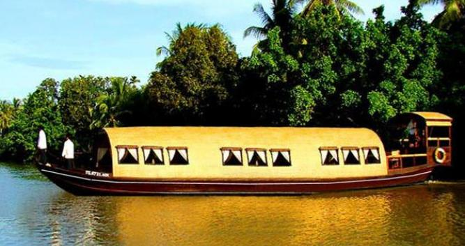 Private Song Xanh sampan cruising on the Mekong, Vietnam