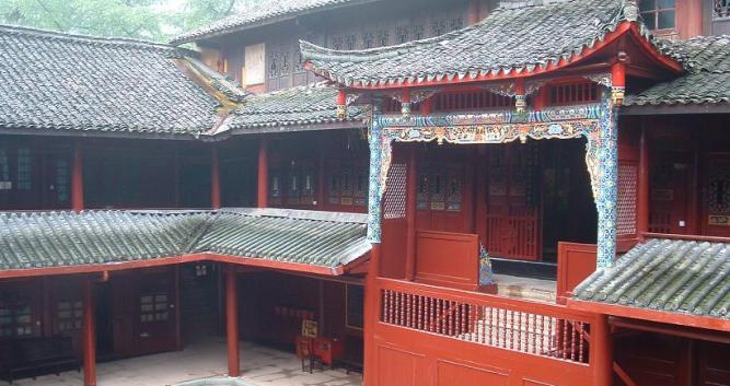 Temple-on-Mt-Emeishan-near-Chengdu-China
