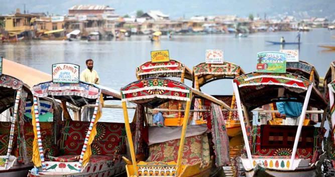 House boats, Dal Lake, Srinagar, Kashmir, Northern India