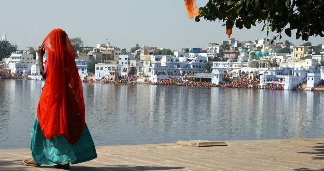 Local lady at Pushkar lake, India