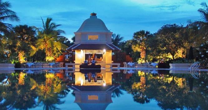 Pool, Raffles Grand Hotel d'Angkor, Siem Reap