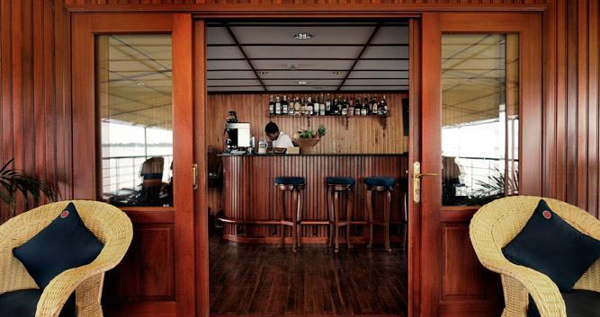 RV-Orient-Pandaw-sundeck-bar