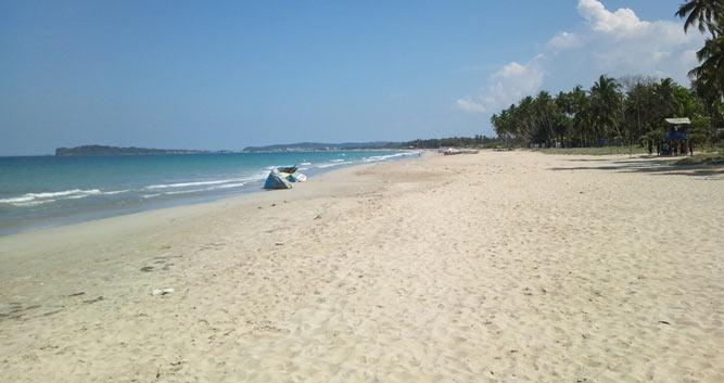 Uppveli_Beach_in_Trincomalee_Sri_Lanka