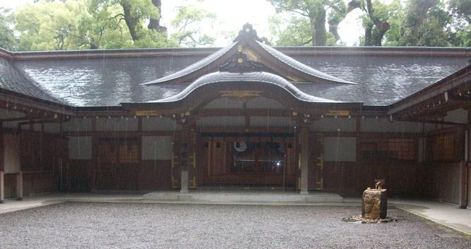 Ise Grand Shrine in the rain - Ise - Luxury Japan Tours