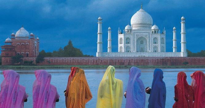 Taj Mahal, ladies in saris, Agra, india