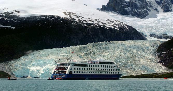 Ventus Australis against the Pia Glacier